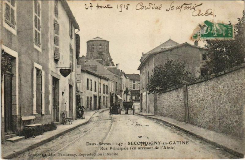 Carte postale ancienne Secondigny-en-Gatine Secondigny - Rue Principale à Secondigny