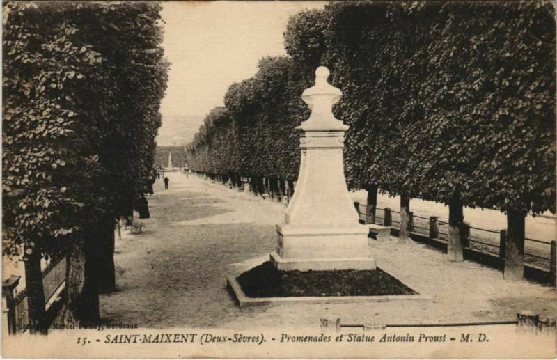 Carte postale ancienne Saint-Maixent-l'Ecole Promenade et Statue Antonin Proust à Rom