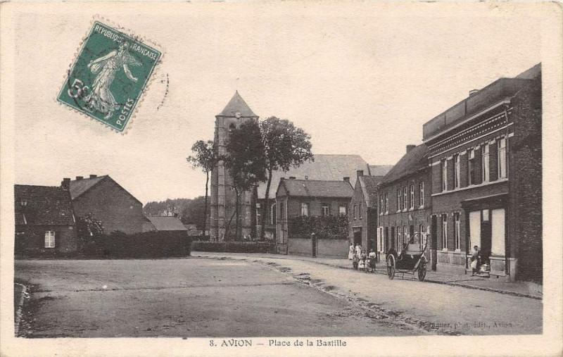 Carte postale ancienne 62 Avion Place De La Bastille à Avion