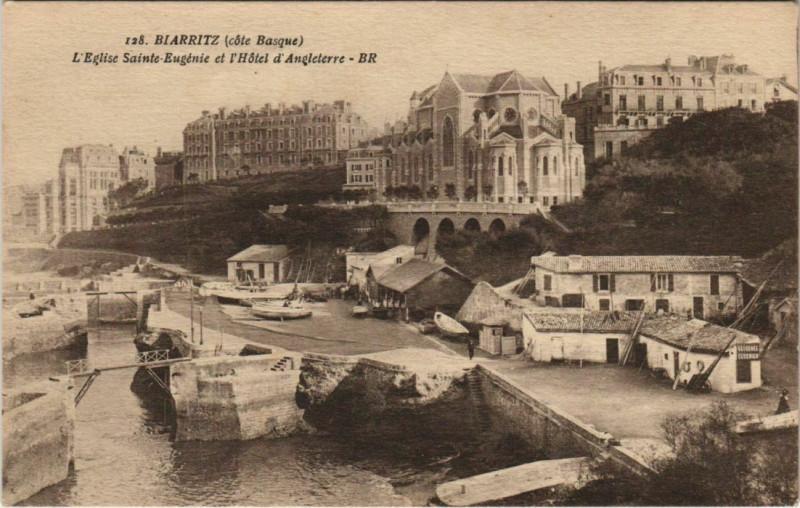 Carte postale ancienne Biarritz Eglise Sainte-Eugenie et Hotel d'Angleterre France à Anglet
