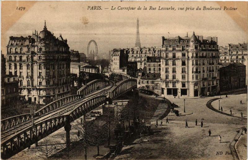 Carte postale ancienne Le Carrefour de la Rue Lecourbe, vue prise du Boulevard Pasteur à Paris 15e