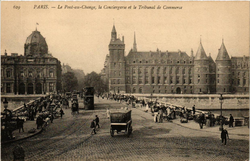 Carte postale ancienne Le Pont-au-Change, la Conciergerie et le Tribunal de Commerce à Paris 4e