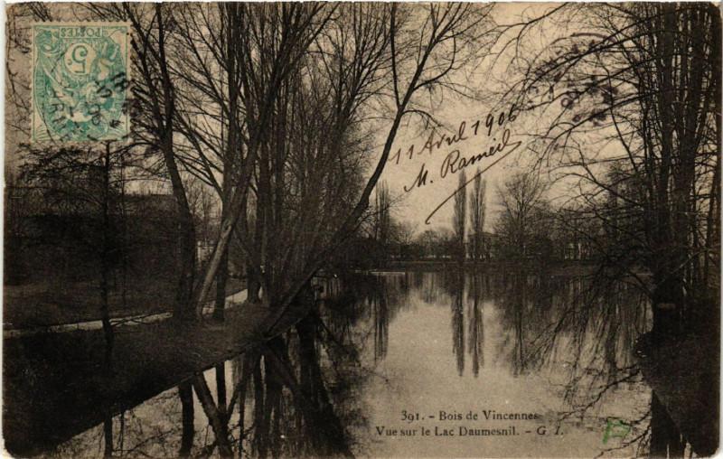 Carte postale ancienne Bois de Vincennes - Vue sur le Lac Daumesnil à Paris 12e