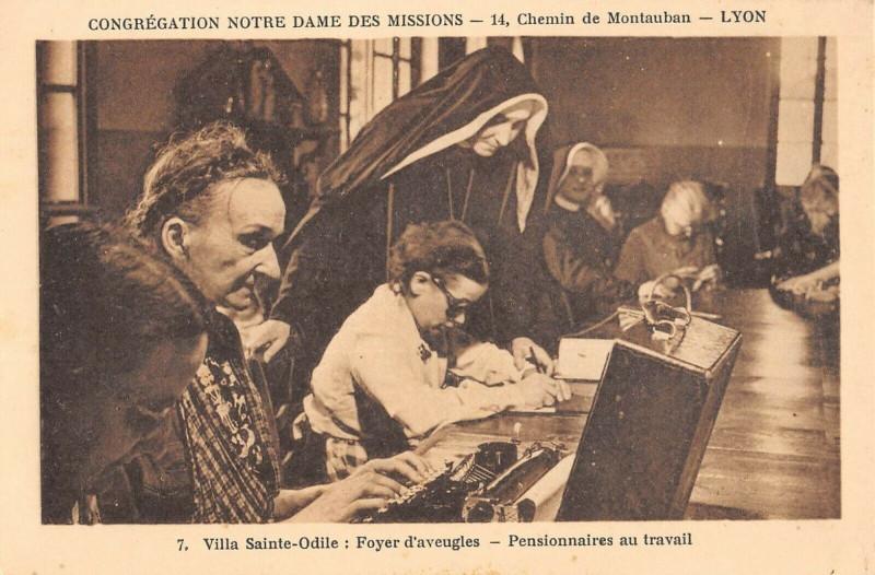 Carte postale ancienne 66 Lyon Chemin De Montauban Villa Sainte-Odile Foyer D'Aveugles Pensionnaires à Lyon
