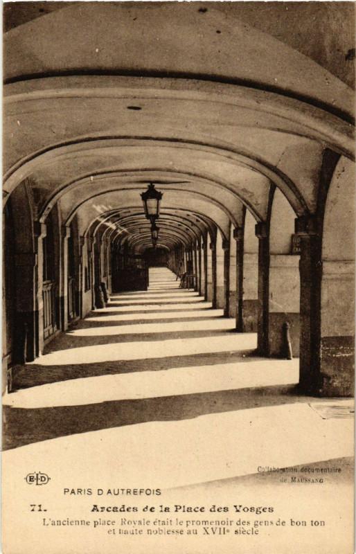 Carte postale ancienne Arcades de la Place des Vosges à Paris 4e