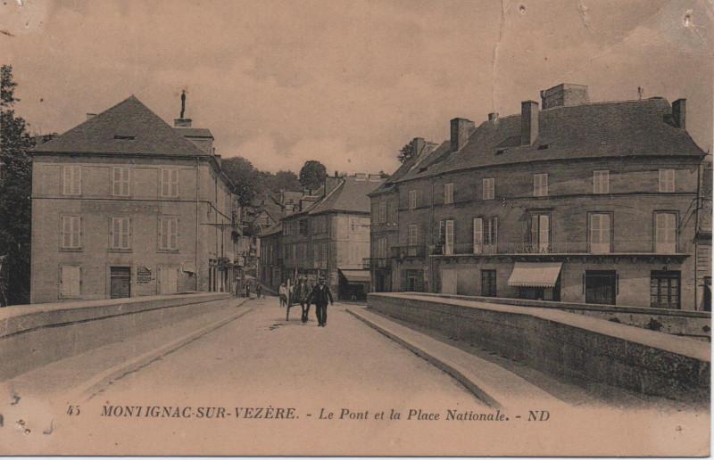 Carte postale ancienne Le pont et la place Nationale à Montignac