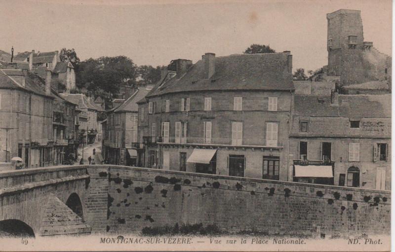 Carte postale ancienne Vue sur la place Nationale à Montignac