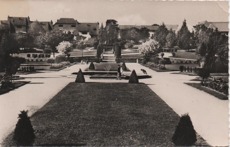 Carte postale ancienne Le jardin des marais à Montluçon