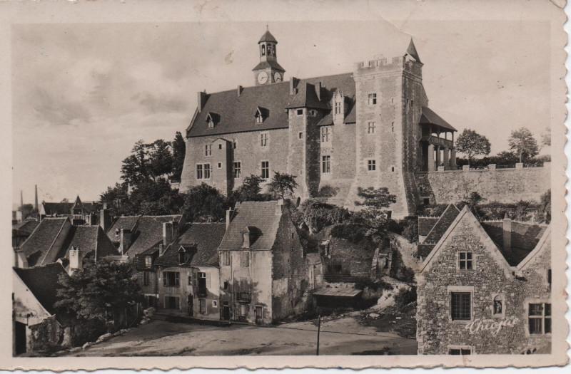 Carte postale ancienne Le vieux château et vieilles maisons à Montluçon